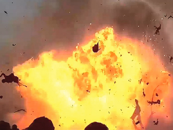 CrazyShit.com | 3 EXPLOSIONS SO BRUTAL THEY'LL NEVER FIND THE BODY PARTS