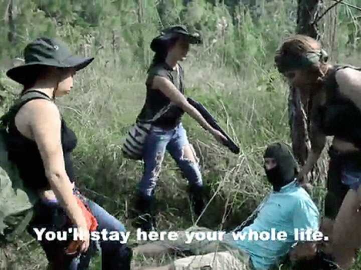 CrazyShit.com | THIS ALL FEMALE CARTEL MEANS FUCKING BUSINESS [1]
