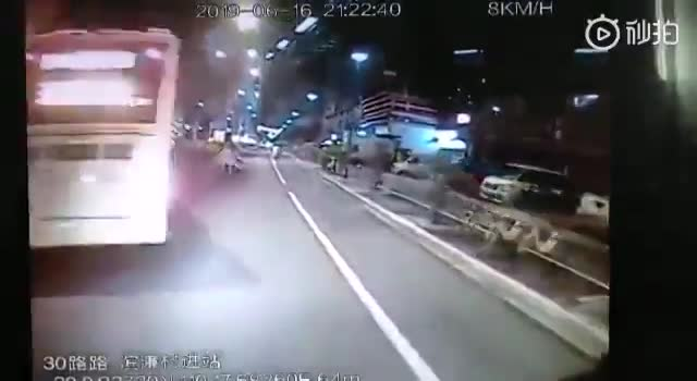 Raging rider attacks a bus driver