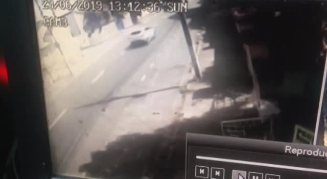 Man fighting armed robbers gets shot dead